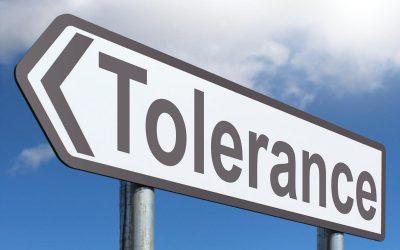 I Martedì del Tralaltro – Omonazionalismo e Paradosso della Tolleranza